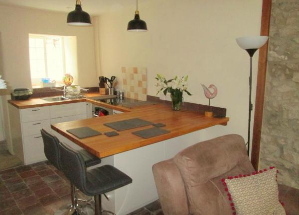 kitchen, breakfast bar, 16 Undercliffe