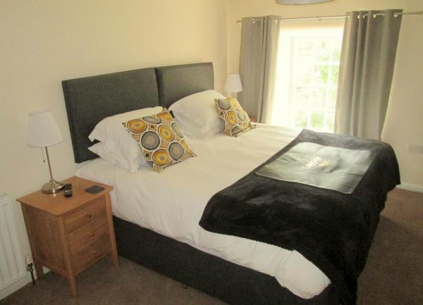 Cosy bedroom, overlooking NYMR, Pickering